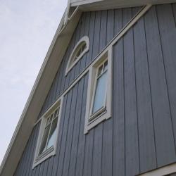 schwedenhaus-detail-fassade-dachuntersicht-1