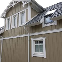 schwedenhaus-detail-fassade-dekorbrett-fenster-1