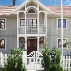 schwedenhaus-detail-balkon-eingang